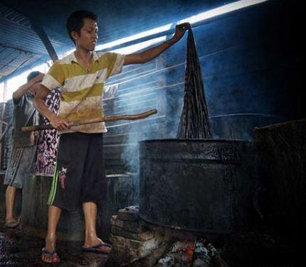 cara-membuat-batik-tulis-cara-melepaskan-lilin-malam-dari-kain-batik