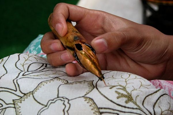 cara-membuat-batik-tulis-cara-melukis-batik
