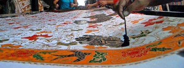 cara-membuat-batik-tulis-cara-mewarnai-kain-batik-sistem-colet